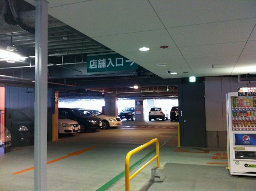 ダイバーシティの駐車場のランプ