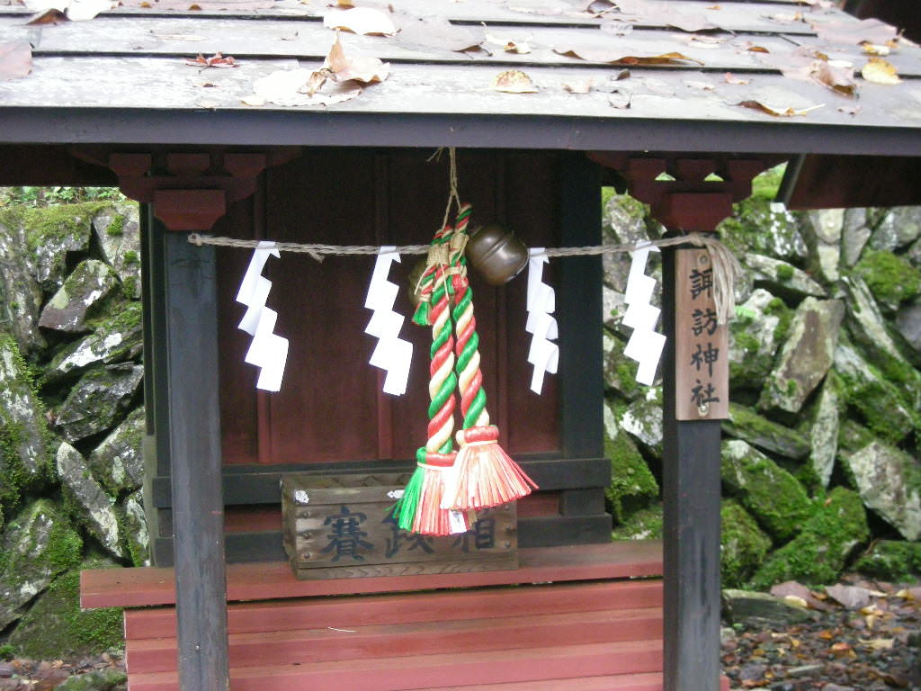 三峯神社内の諏訪神社