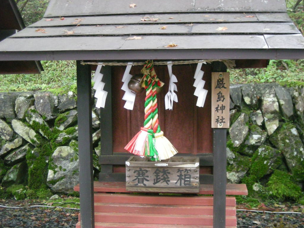 三峯神社内の厳島神社
