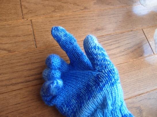 スマホ用手袋指だしタイプと指先加工タイプとどちらがいいのか