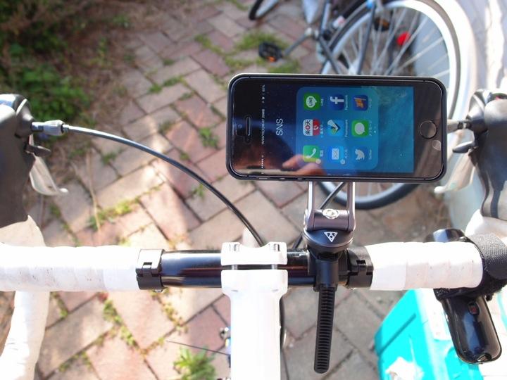 TOPEAKの自転車ハンドル取り付けスマホケース