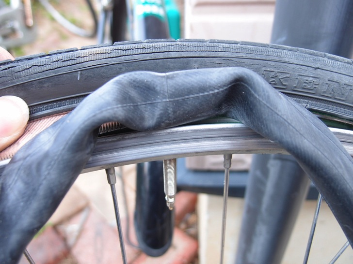 タイヤからチューブ引き出し