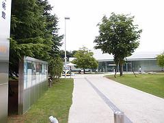 金沢の21世紀美術館は個人的には半分つまらなかったがせっかく行ったなら見といた方がいいですよ
