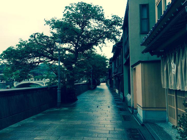 金沢でいきなり独占、町家カフェ土家の2階座敷