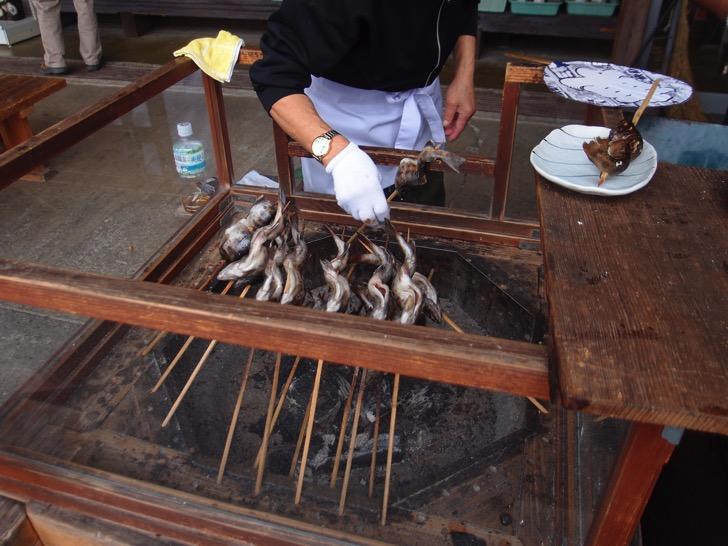 三峯神社の串焼きヤマメ