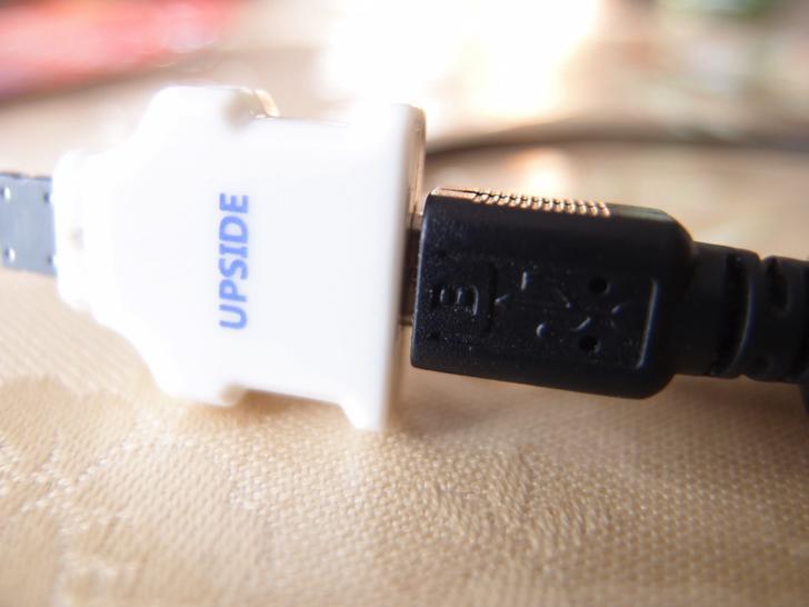 ダイソーのLightning充電アダプター
