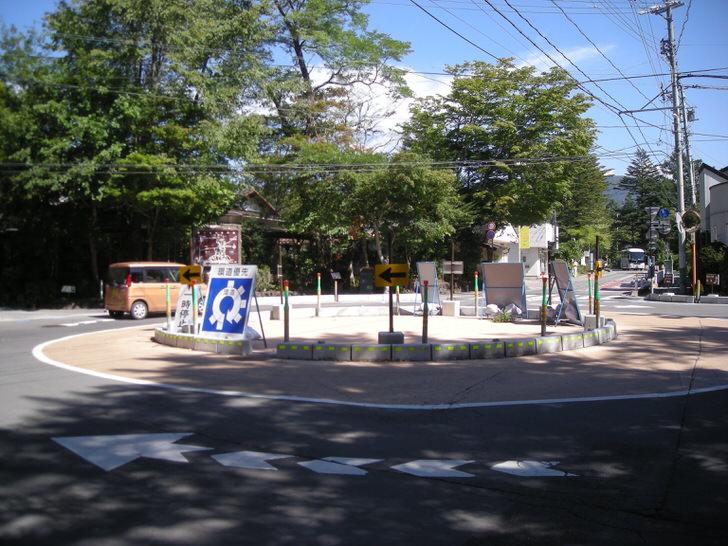 軽井沢の環状交差点(ラウンドアバウト)
