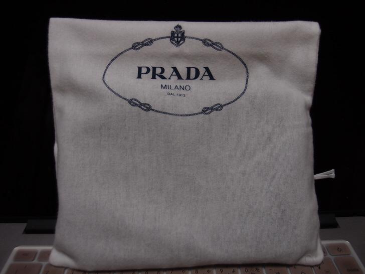 プラダのポーチZMX VELA
