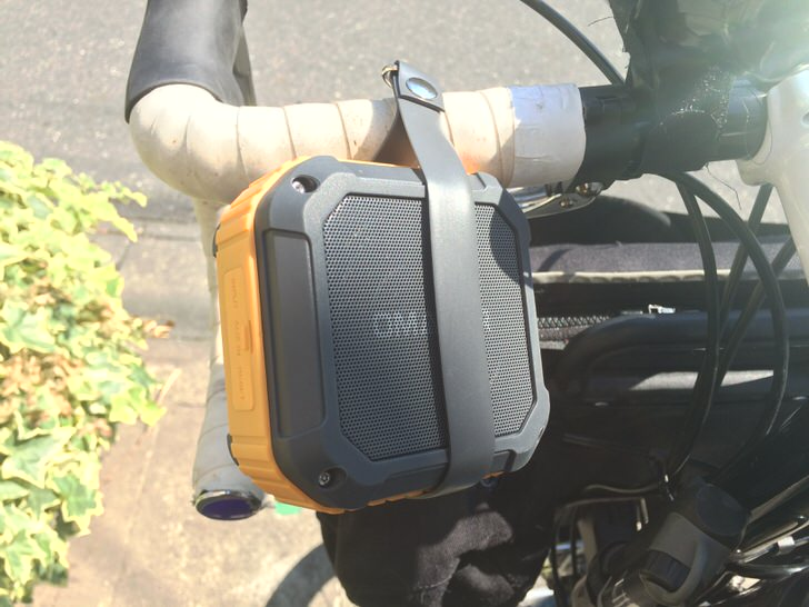 自転車のハンドルにスピーカー取り付け