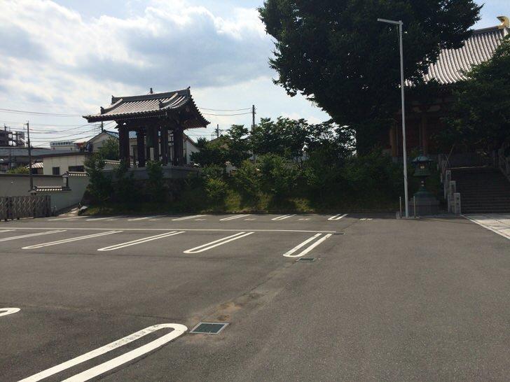 石上寺の駐車場