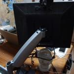 サブディスプレイ用アームを設置!デイトレーダーみたいな外観に出世した/ただしサイズはまだ19インチ