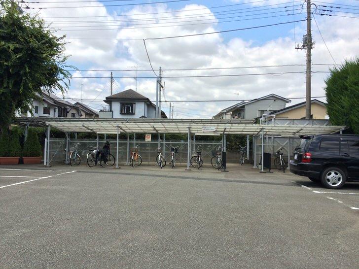 県立熊谷図書館の自転車置き場