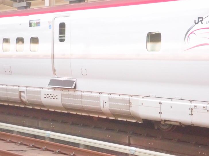 東北新幹線の謎の板