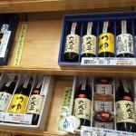 国産大豆だけ使っている埼玉県の弓削多醤油。工場直売所で醤油を買う