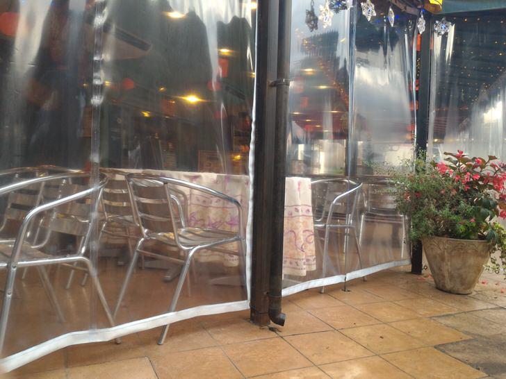 寄居パーキングエリアのカフェスペース
