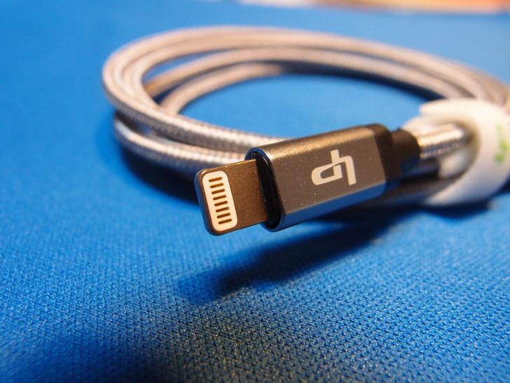 高耐久ナイロン製長さ1mハイスピードスマホ充電コード
