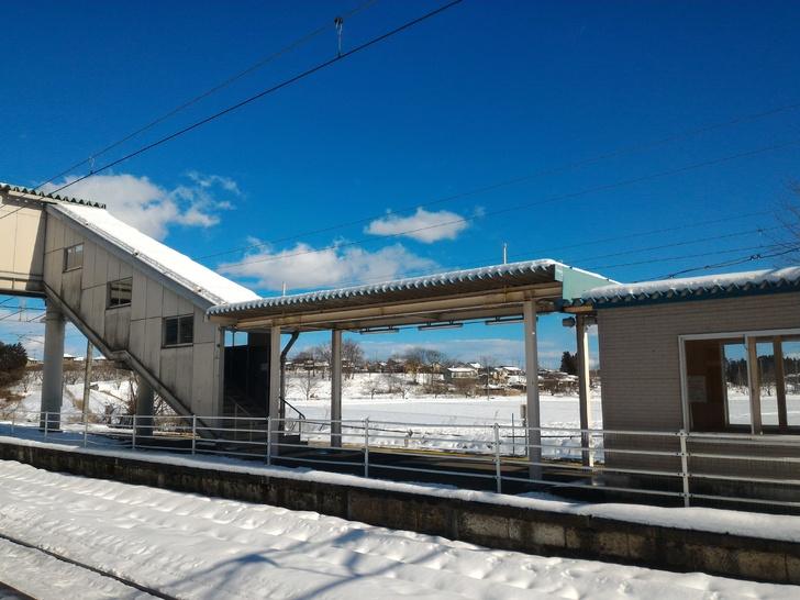 無人の泉崎駅