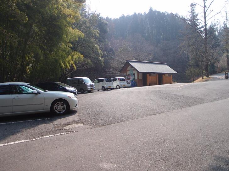 金鑚神社境内駐車場