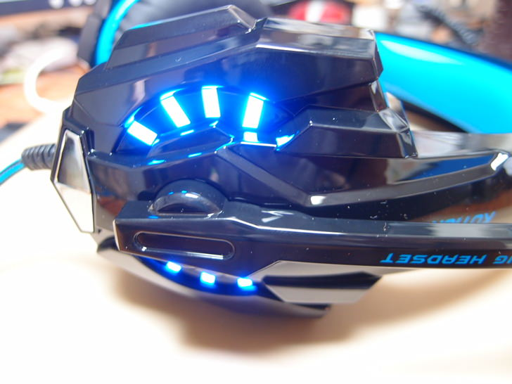 ゲーミング ヘッドセット7.1chサラウンド 密閉型 高集音性マイク付 ヘッドアーム調整可能 LEDライト付き