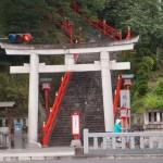 どちらがご利益ある?二百段以上ある階段を正面から登るかクルマで裏からあっさり入るか栃木県足利市の織姫神社