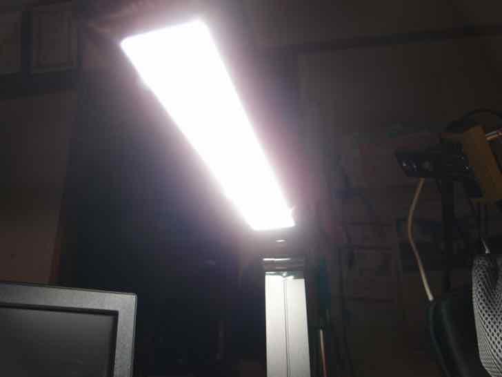 Omaker LEDデスクライトUSBポート付き