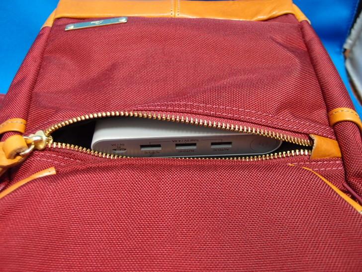 11インチのノートパソコン入れるためのボディバッグ