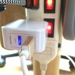 旅行用グッズのひとつに決定か/2.4Aコンパクトな二口USBアダプター【PR】