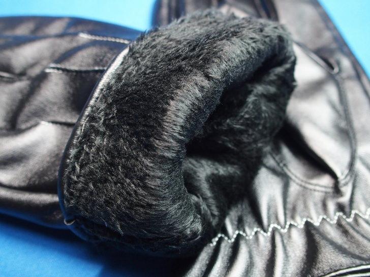 防寒革手袋スマホにも使える