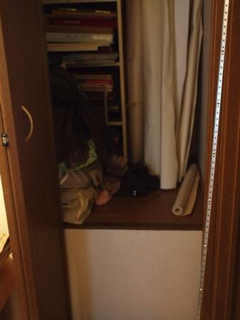 階段上のの納戸