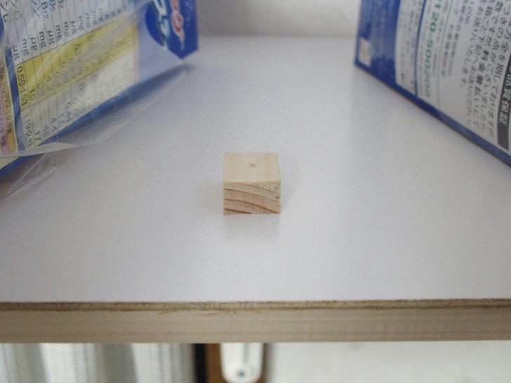 棚板と金具を固定