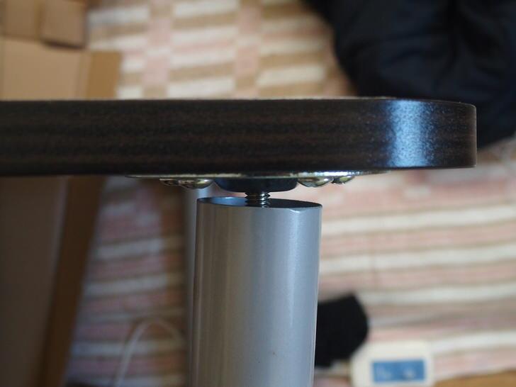 ニトリのテーブル足軸ずれ