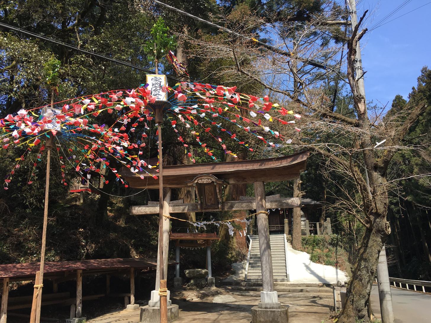 寄居町にある姥宮神社の胎内くぐり