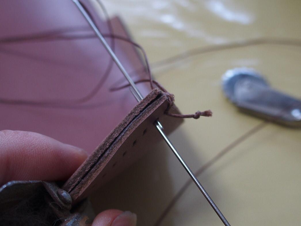革細工縫う