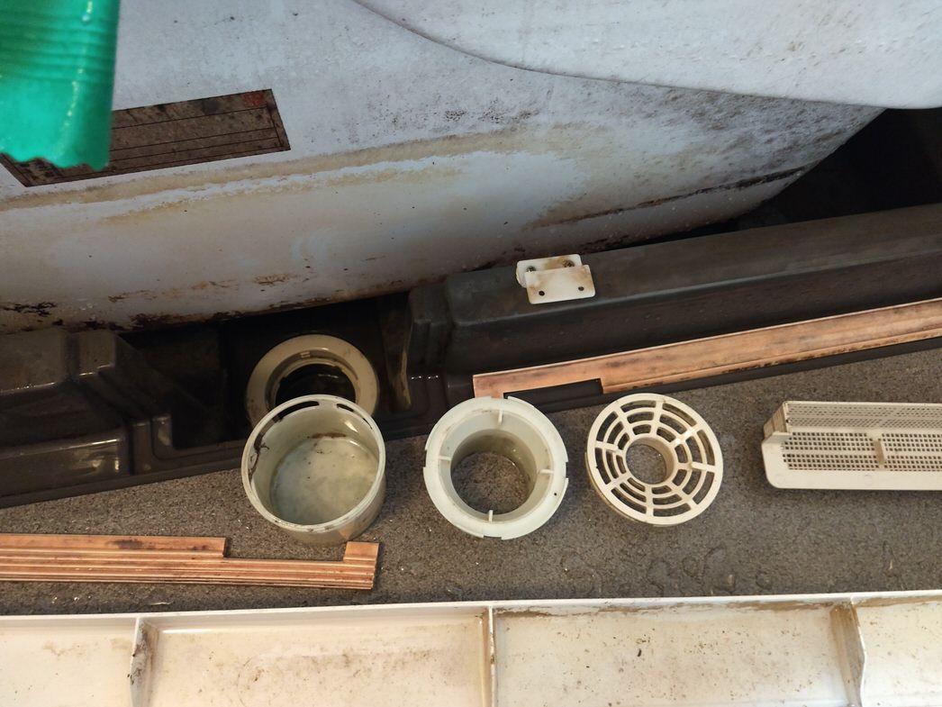 風呂場の排水口掃除