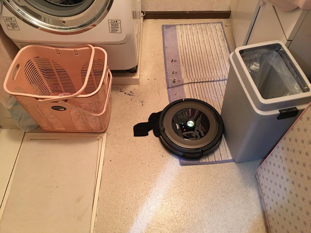 洗面所の薄めのマットで立ち往生してするルンバ