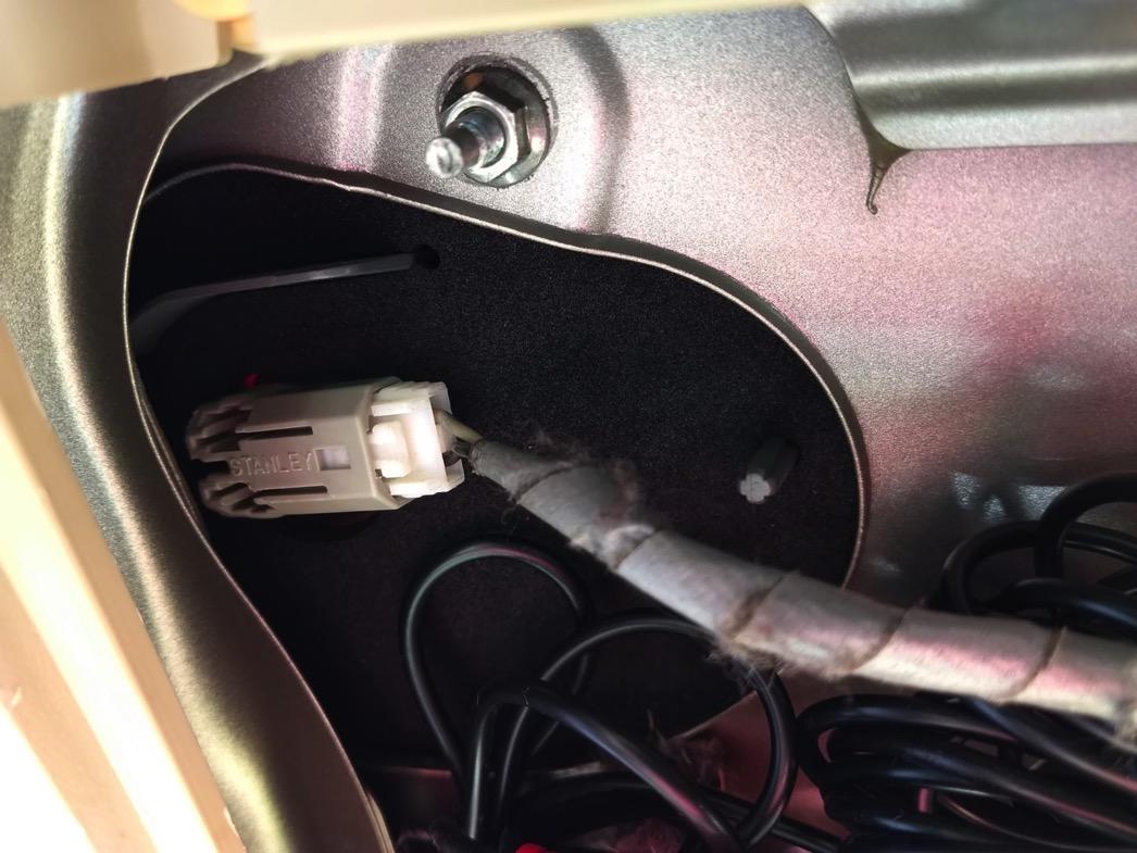 ステップワゴンドアゲートのポジションランプ交換