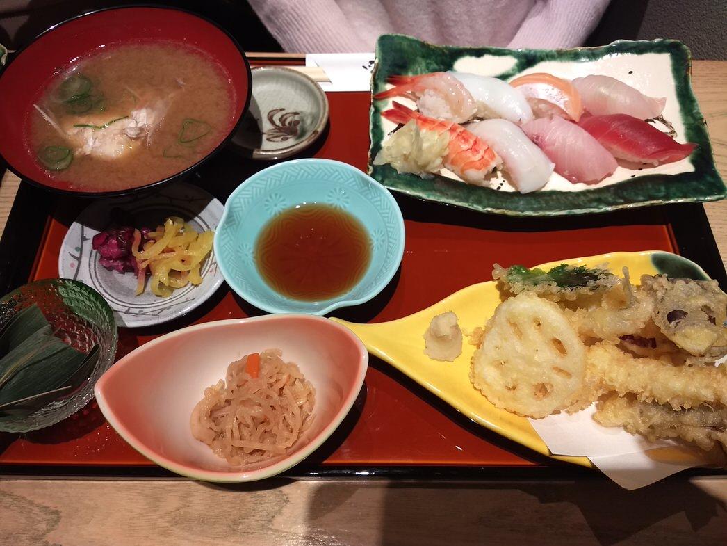 銀座北陸海鮮喜心の寿司と天婦羅盛り合わせ