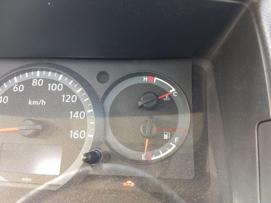 インパネ内のガソリンスタンドアイコンの左