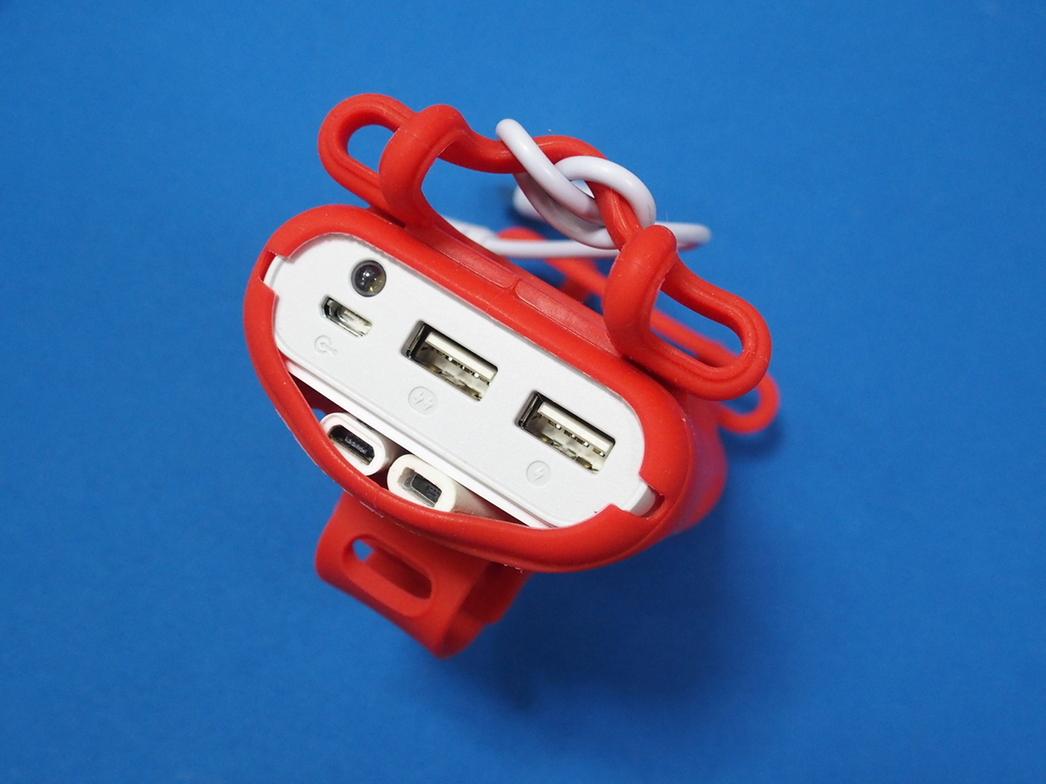 ハンドルバー取り付け機能付きバッテリー一体型スマホケース