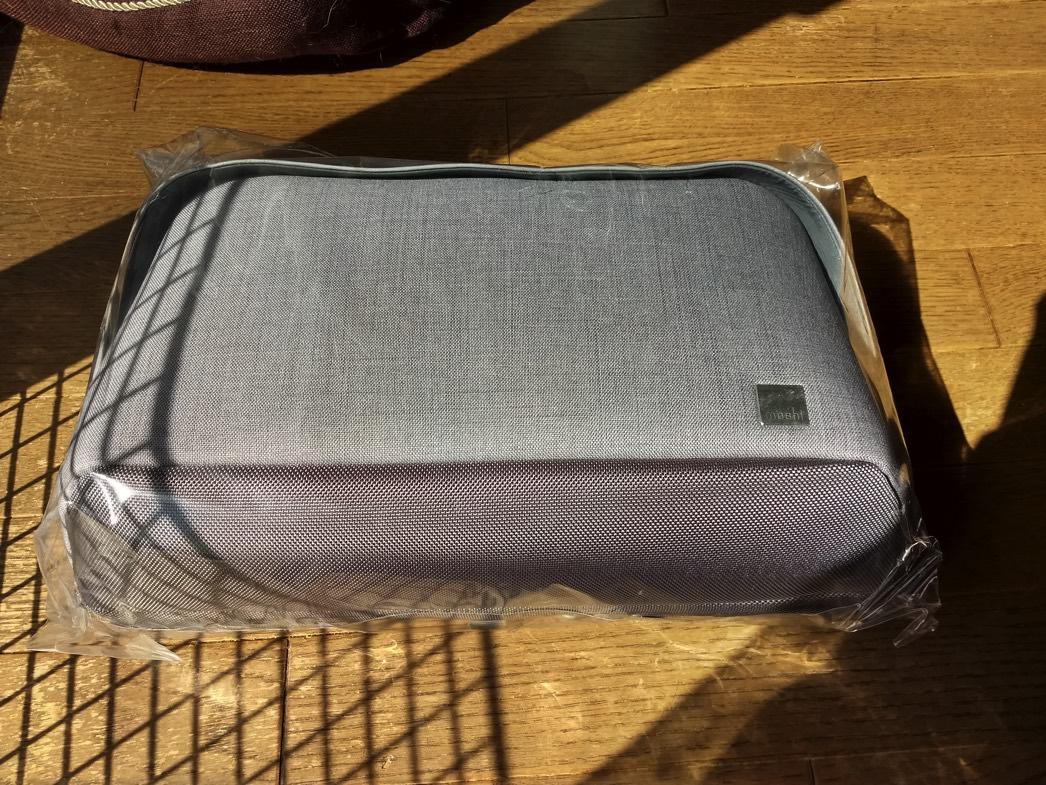 moshiブランドのメッセンジャーバッグ