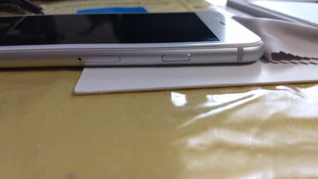修理されてきたiPhoneに再びガラスフィルム