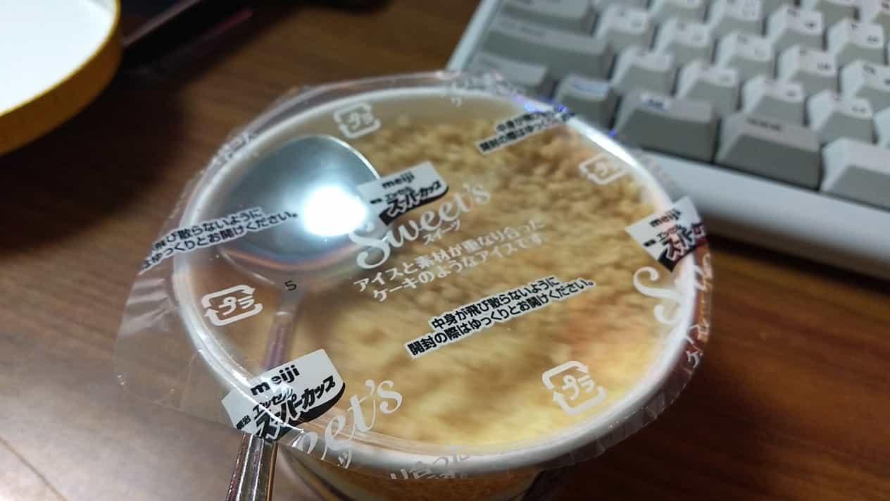 明治エッセルスーパーカップブルーベリーチーズケーキ