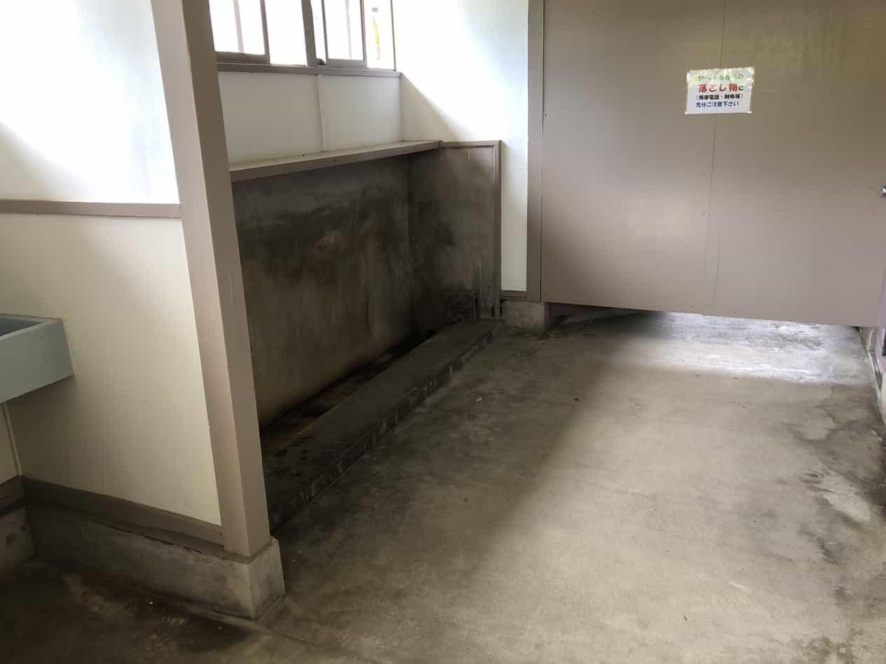 宝登山ロープウェイ駅の男子トイレ