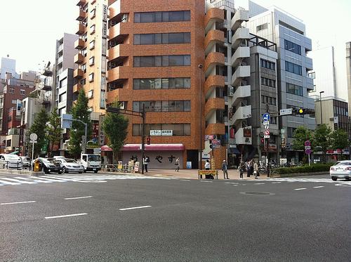 東京は自転車で走るには面白いけどクルマが多くて走りづらいのでせめて狙い目は休日早朝か