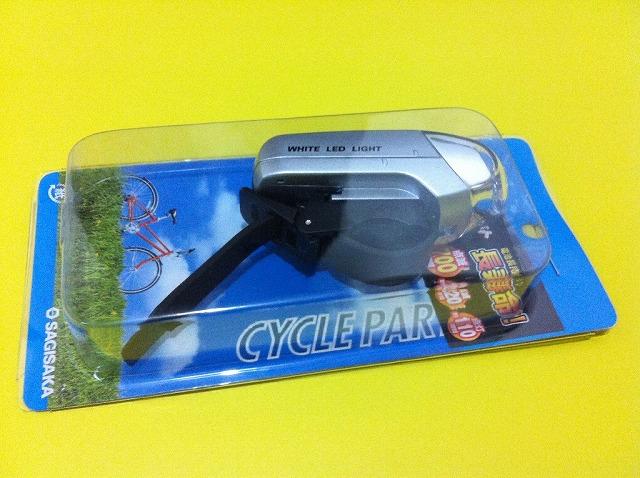 LEDハンドルライト(ゴムベルト固定タイプ)軽い。娘の自転車に取り付け