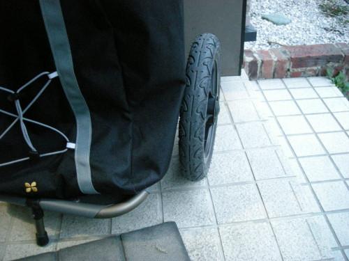 burley travoy サイクルトレーラーのバッグタイヤと干渉