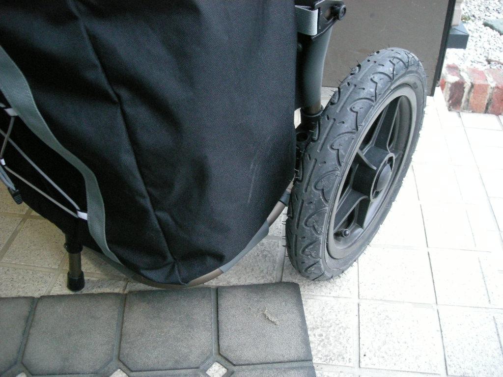 burley travoy サイクルトレーラーのバッグがタイヤと干渉して擦り減る対策