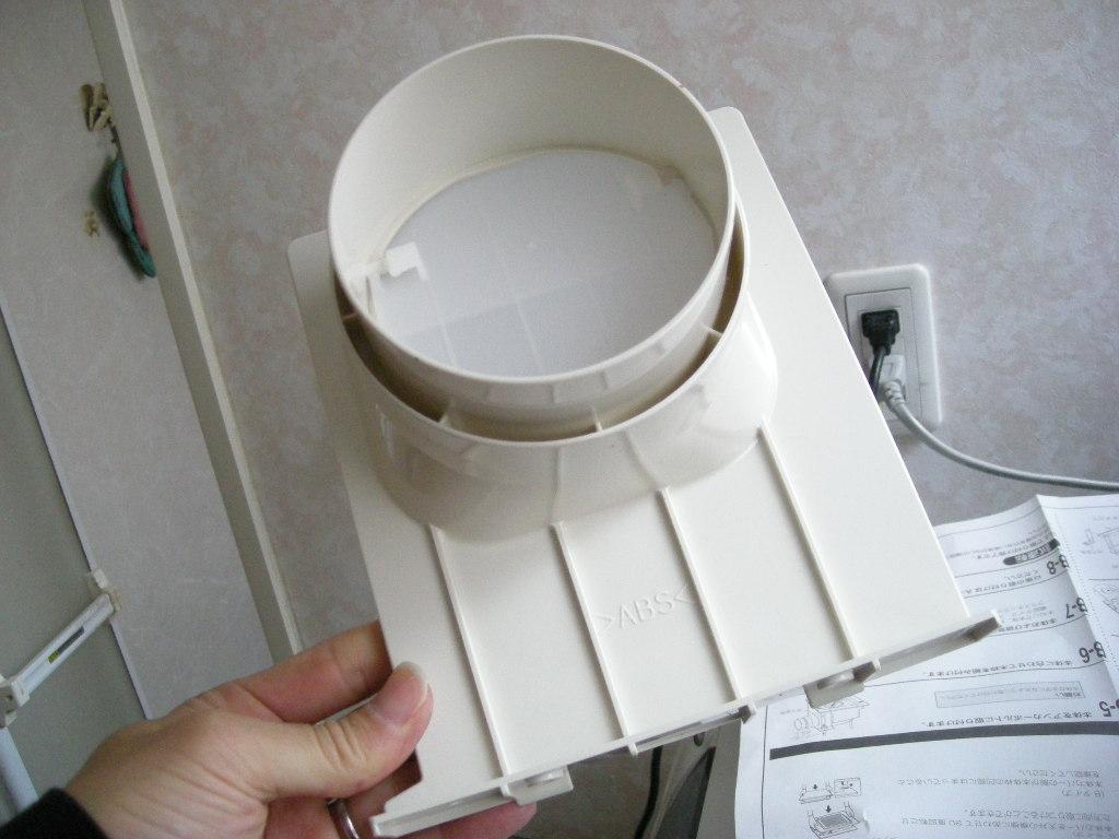 浴室換気扇の交換手順詳細を公開しますが施工の前に首の準備運動を十分やっておきましょう