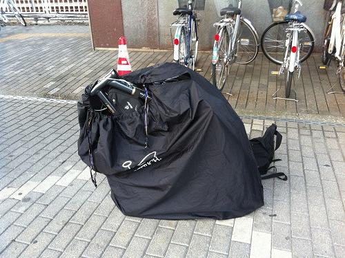携帯していてもじゃまにならないクロスバイクからロードバイクまで梱包可能な超軽量な輪行袋