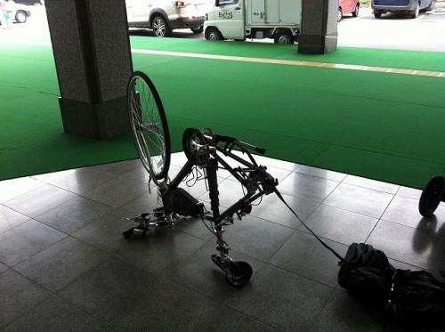 軽井沢駅前にて組立